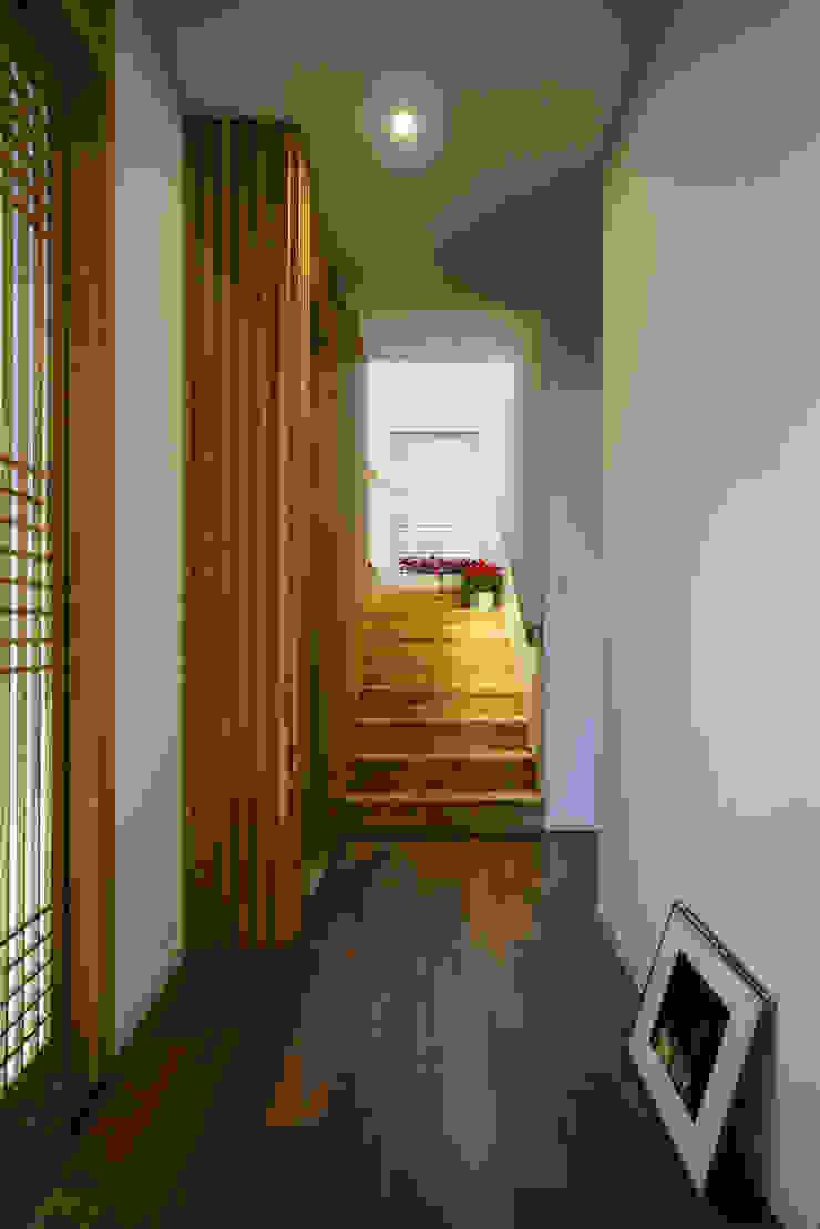 by 위즈스케일디자인 Modern Wood Wood effect