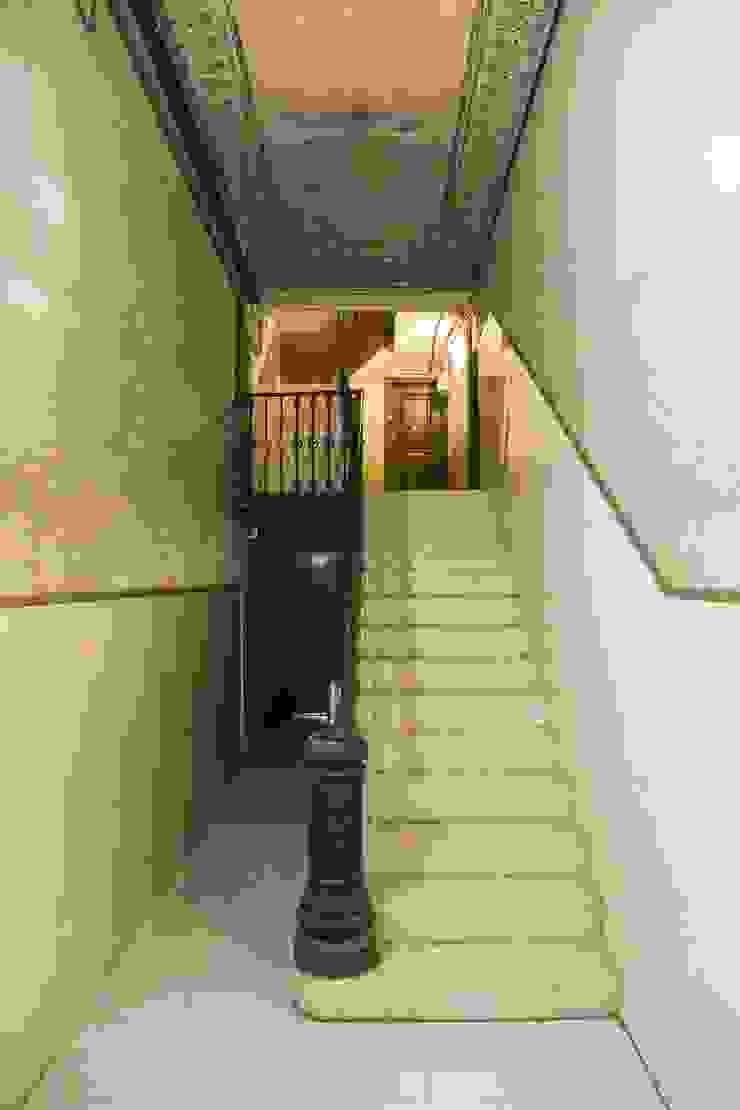 by Gramil Interiorismo II - Decoradores y diseñadores de interiores Mediterranean