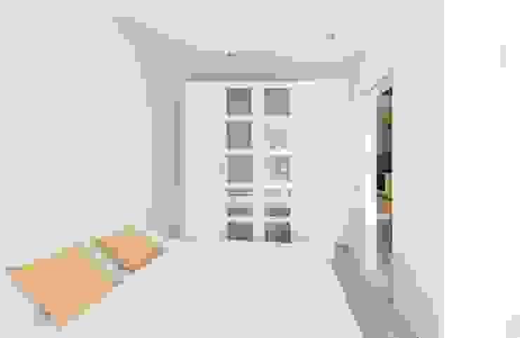 Apartamento en Poble Sec Dormitorios de estilo mediterráneo de Gramil Interiorismo II - Decoradores y diseñadores de interiores Mediterráneo