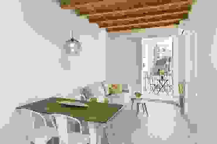 Apartamento en Poble Sec Comedores de estilo mediterráneo de Gramil Interiorismo II - Decoradores y diseñadores de interiores Mediterráneo
