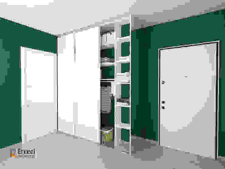 Vista anta destra aperta Erreci Progetti Ingresso, Corridoio & Scale in stile moderno Legno Bianco