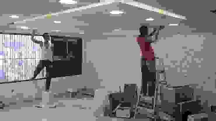Acabados techo - Sistema de Luminarias Salas de estilo minimalista de Arquigrafic, c.a. Minimalista
