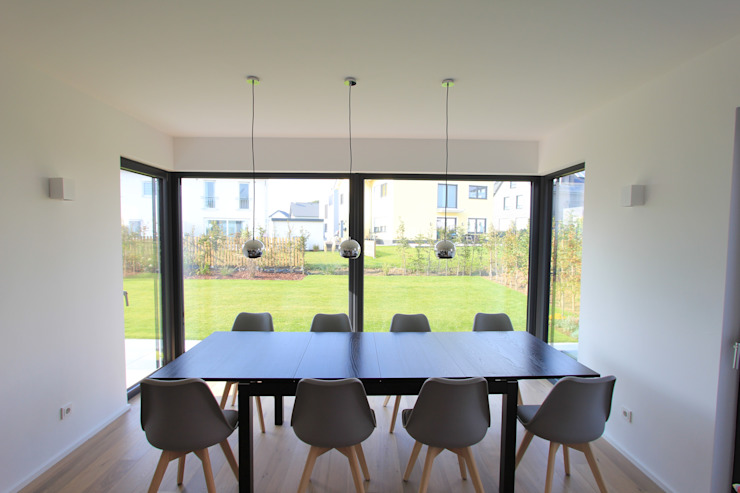 STRICK Architekten + Ingenieure Modern dining room