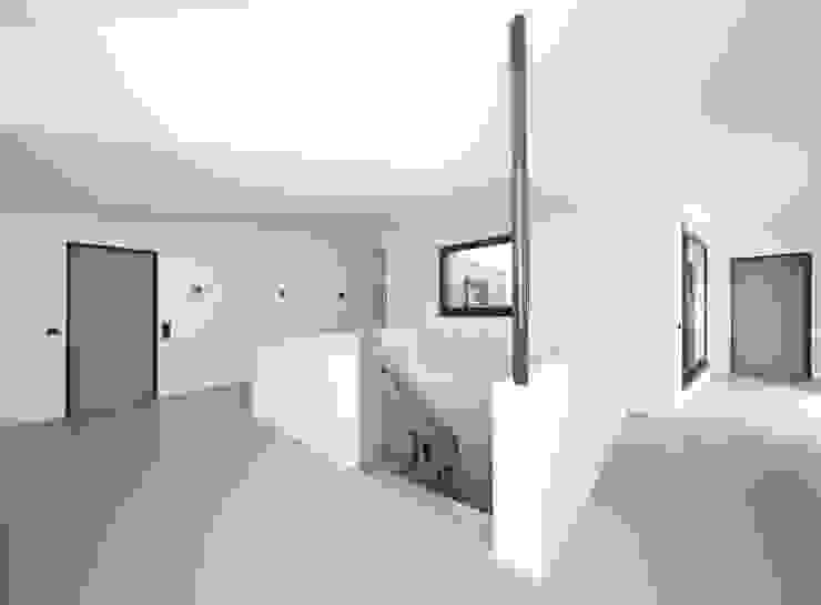 Wohnhaus L Moderne Häuser von Architekturbüro zwo P Modern