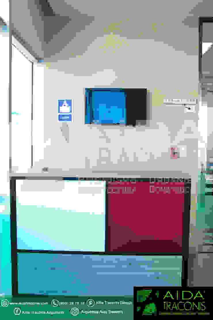 Recepción de clínica de Hemodiálisis Purificare de AIDA TRACONIS ARQUITECTOS EN MERIDA YUCATAN MEXICO Moderno