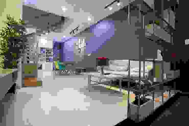Không gian phòng khách sang trọng – thanh lịch bởi Công ty TNHH Xây Dựng TM – DV Song Phát Hiện đại