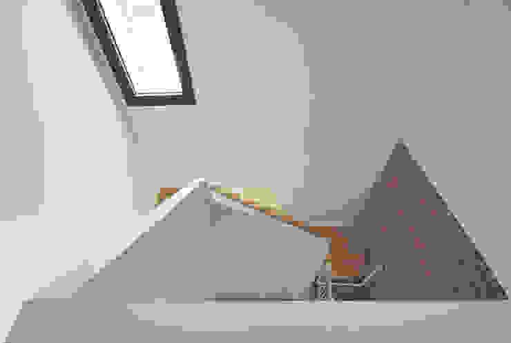 Escaleras: Escaleras de estilo  de Abrils Studio,