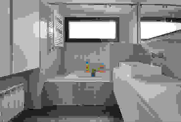Baño Principal: Baños de estilo  de Abrils Studio,
