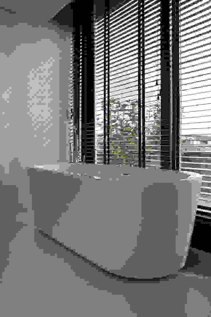 PU-Gietvloer in Badkamer Minimalistische badkamers van Motion Gietvloeren Minimalistisch Kunststof