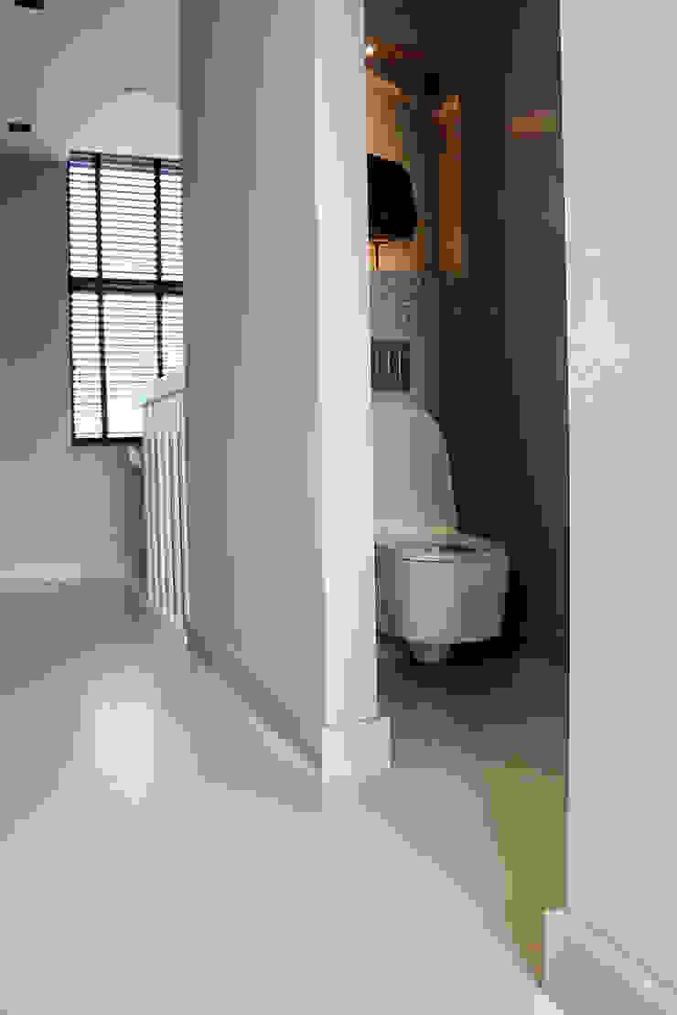 Naadloze Betonlook Gietvloer Moderne badkamers van Motion Gietvloeren Modern Kunststof