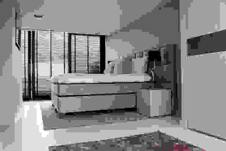 Naadloze Gietvloer in Slaapkamer Moderne slaapkamers van Motion Gietvloeren Modern Kunststof