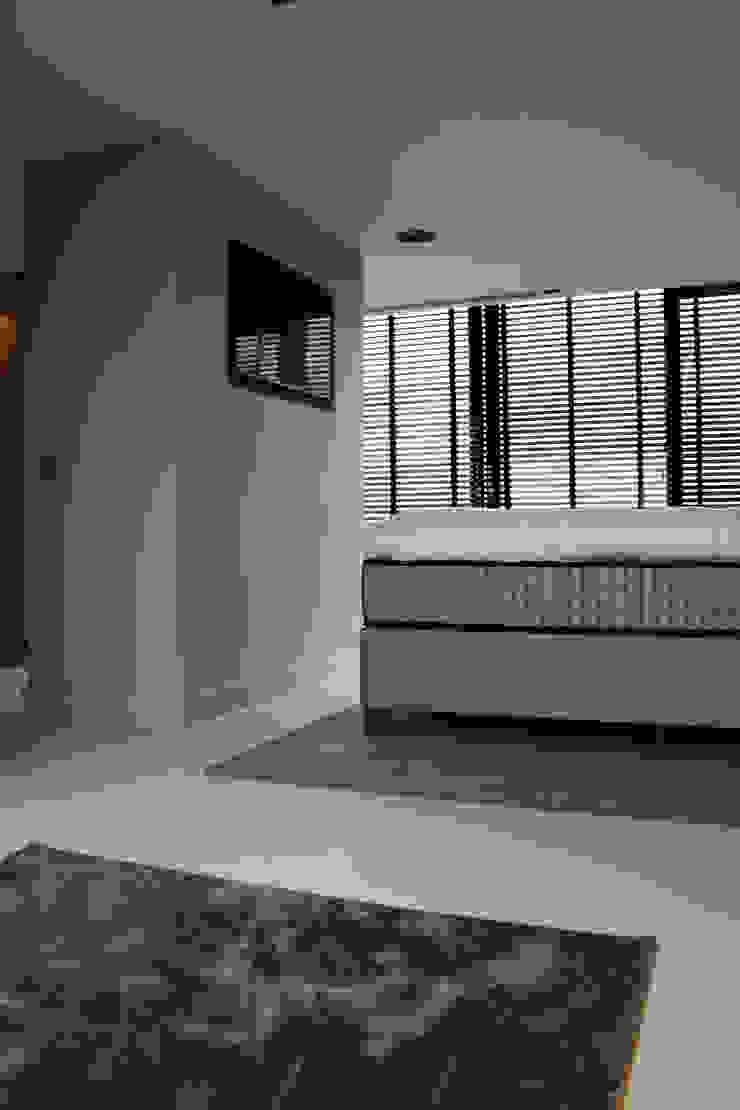 Kunststof Gietvloer in Slaapkamer Moderne slaapkamers van Motion Gietvloeren Modern Kunststof