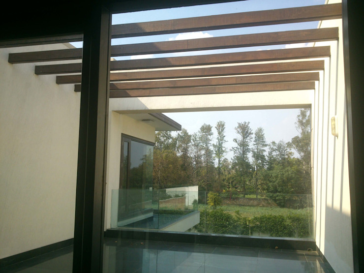 Chattarpur private residence Modern corridor, hallway & stairs by ANBN DESIGNS Modern Wood Wood effect