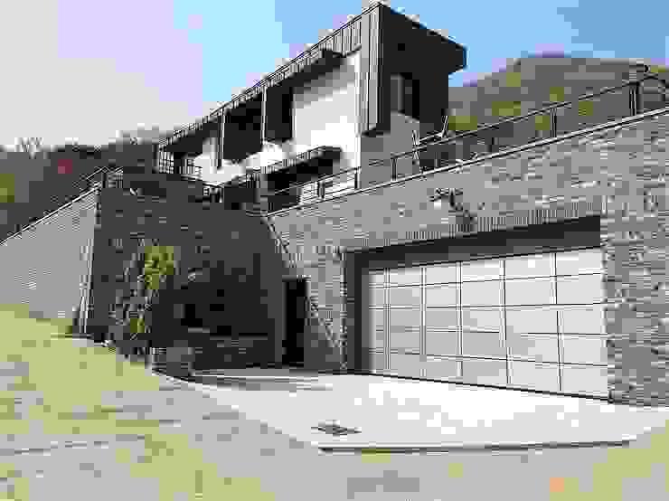 봉곡리주택 모던스타일 주택 by 건축사 사무소 YEHA 모던 벽돌