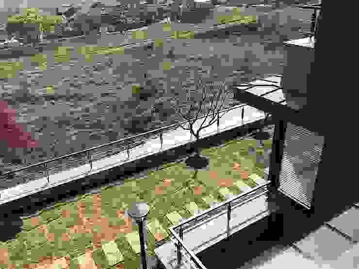 봉곡리주택 모던스타일 정원 by 건축사 사무소 YEHA 모던