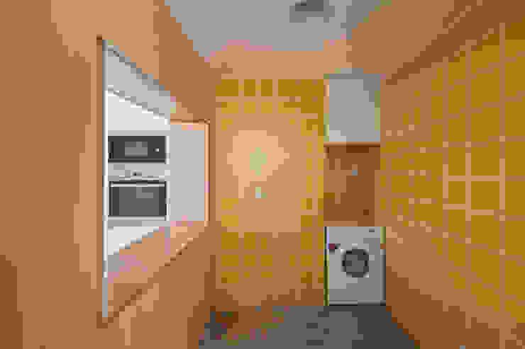 MB House Cozinhas minimalistas por Contexto ® Minimalista Contraplacado