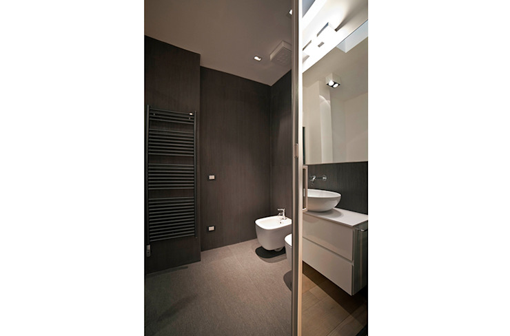 Modern Bathroom by Gianluca Bugeia ARCHITETTO Modern Tiles