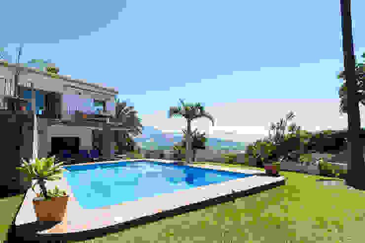 Jardín, piscina y vistas Casas de estilo mediterráneo de Home & Haus | Home Staging & Fotografía Mediterráneo