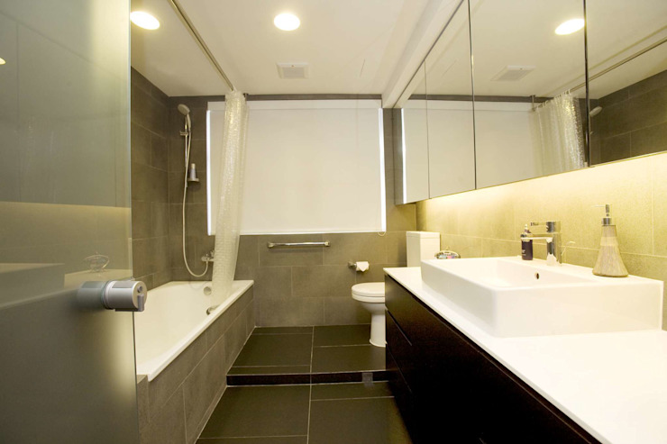Healthy Garden Modern bathroom by Clifton Leung Design Workshop Modern