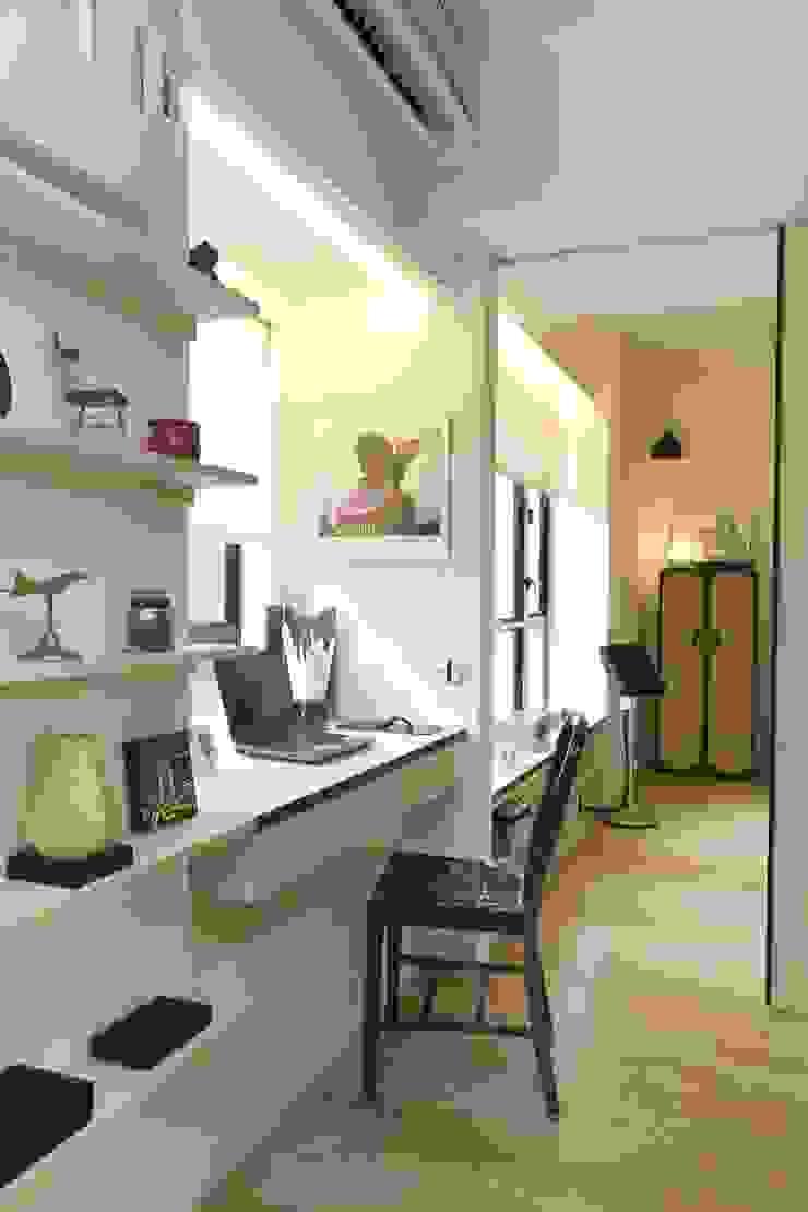 Vantage Park Modern study/office by Clifton Leung Design Workshop Modern