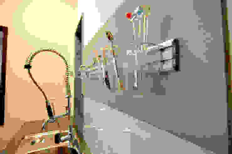 廚具配置: 現代  by 昱閣室內裝修設計, 現代風