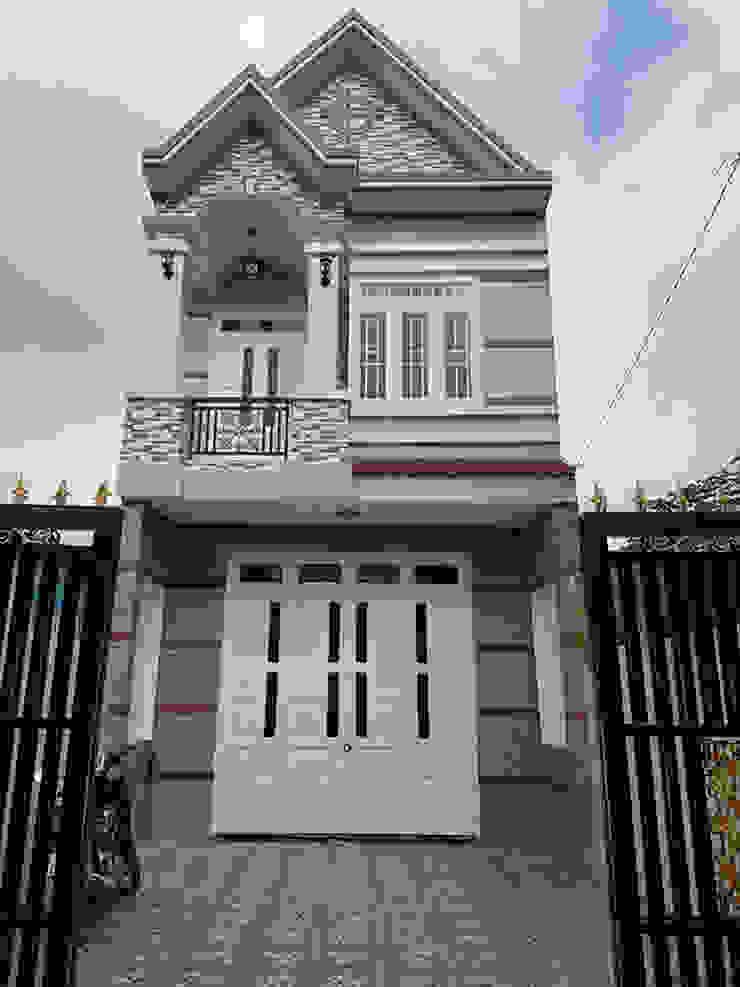 Ngôi nhà 2 tầng mái thái diện tích 95m2 (5x19m) tại quận Thủ Đức. bởi Công ty TNHH TK XD Song Phát Châu Á Đồng / Đồng / Đồng thau