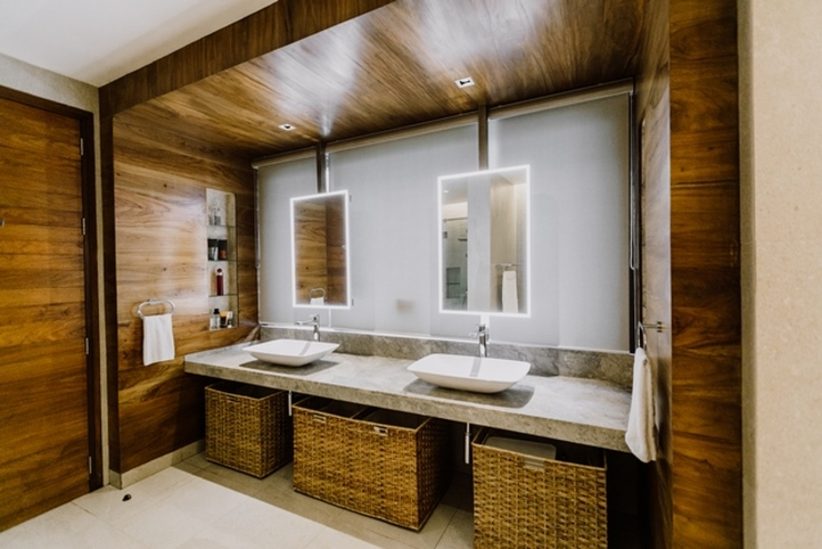 RT House Living Innovations Design Unlimited, Inc. Modern bathroom