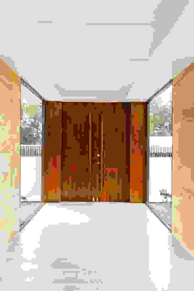 WW House Minimalist style doors by Living Innovations Design Unlimited, Inc. Minimalist
