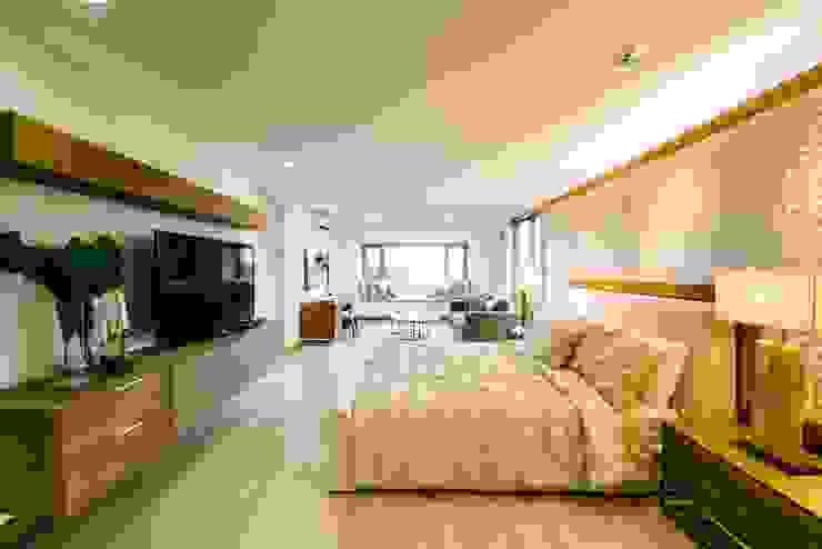WW House Minimalist bedroom by Living Innovations Design Unlimited, Inc. Minimalist