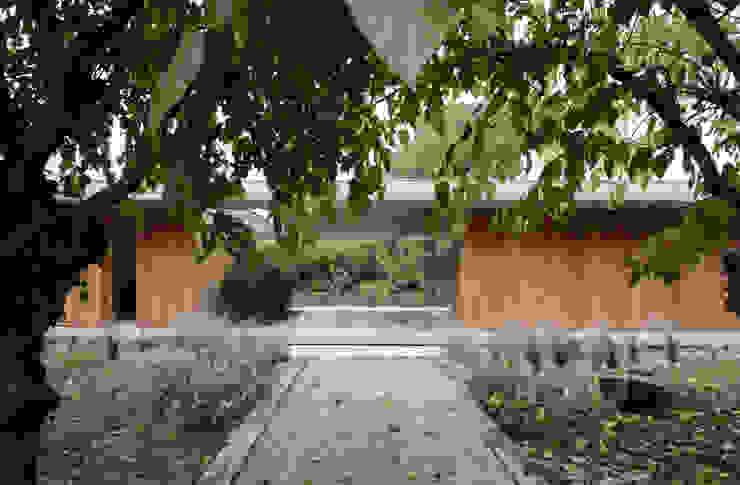 058_VILLA IN CAMPAGNA Giardino moderno di MIDE architetti Moderno