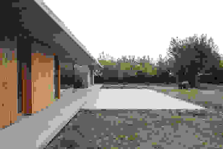 058_VILLA IN CAMPAGNA Case moderne di MIDE architetti Moderno