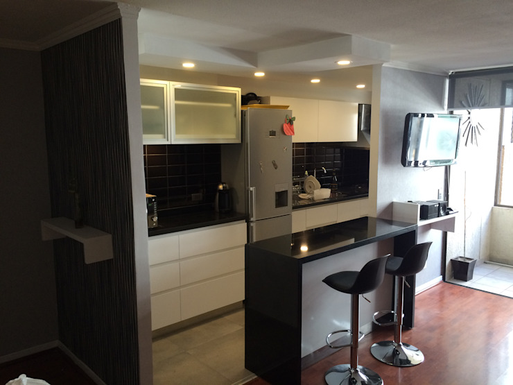Cocina americana en moderno departamento de PICHARA + RIOS arquitectos Moderno Derivados de madera Transparente