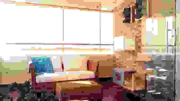 La creativa reforma del Star tv con balcón de TICKTO STUDIO Moderno