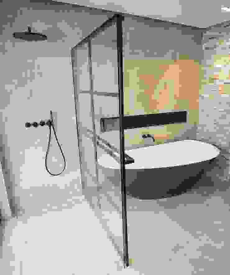 DEK-design Wall Moderne badkamers van De Eerste Kamer Modern IJzer / Staal