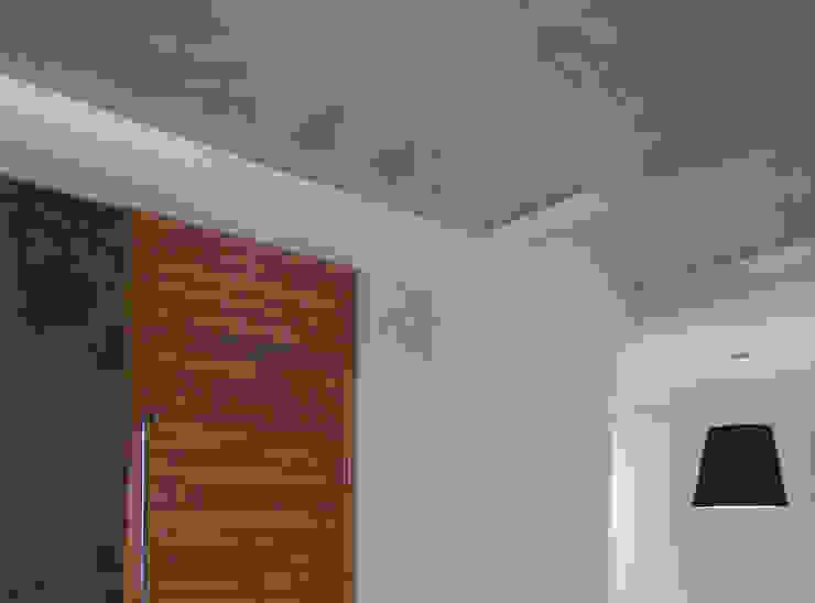 Casa M-25 Pasillos, vestíbulos y escaleras modernos de Estudio D3B Arquitectos Moderno Madera Acabado en madera