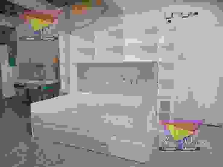 Cama nido con practicas repisas de camas y literas infantiles kids world Moderno Derivados de madera Transparente