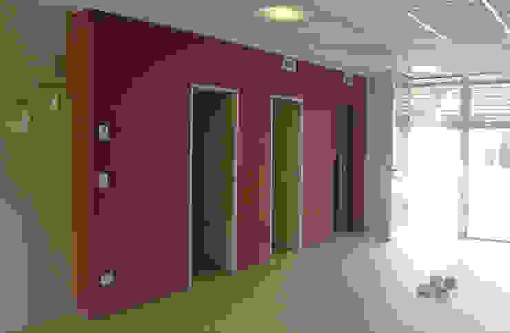 Oficinas BG Oficinas y comercios de estilo moderno de Estudio D3B Arquitectos Moderno Tablero DM