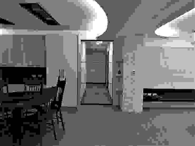 清質暖居 隨意取材風玄關、階梯與走廊 根據 喬克諾空間設計 隨意取材風