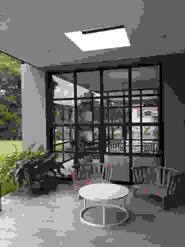 CASA EN TORTUGAS CC-GALERIA de Estudio Dillon Terzaghi Arquitectura - Pilar Clásico Hierro/Acero