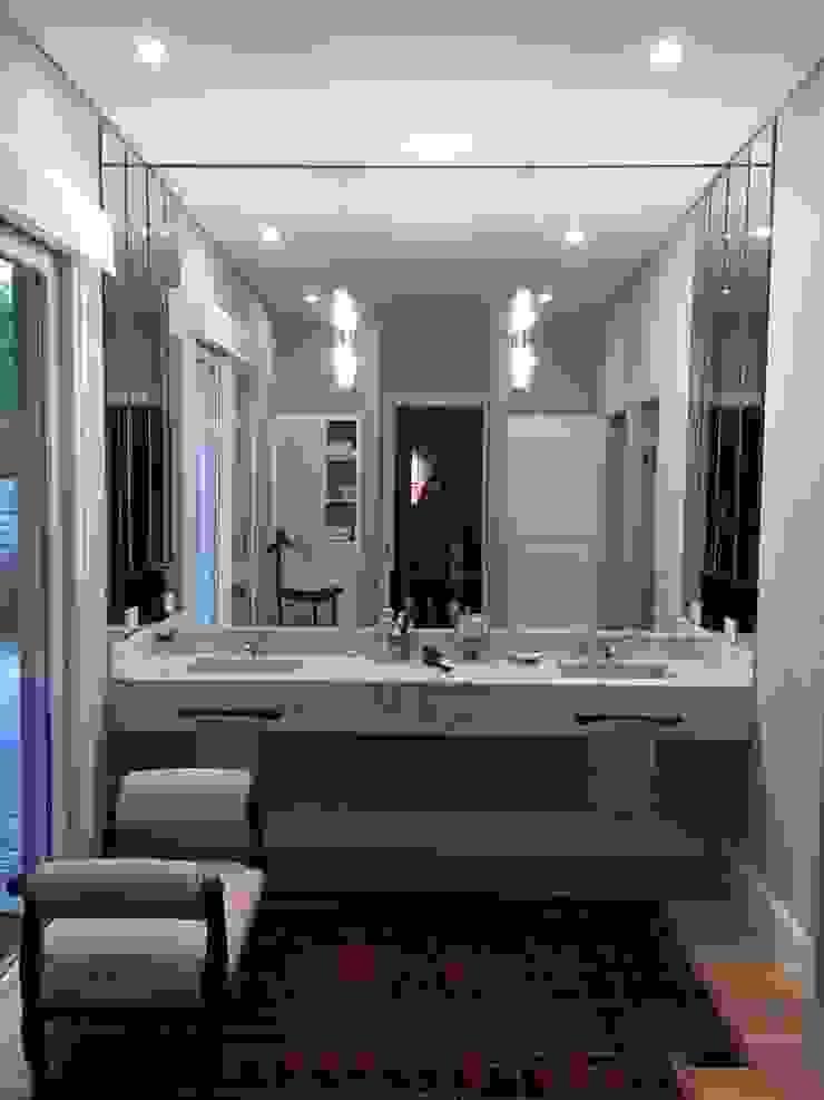 CASA EN TORTUGAS CC Baños de estilo clásico de Estudio Dillon Terzaghi Arquitectura - Pilar Clásico Mármol