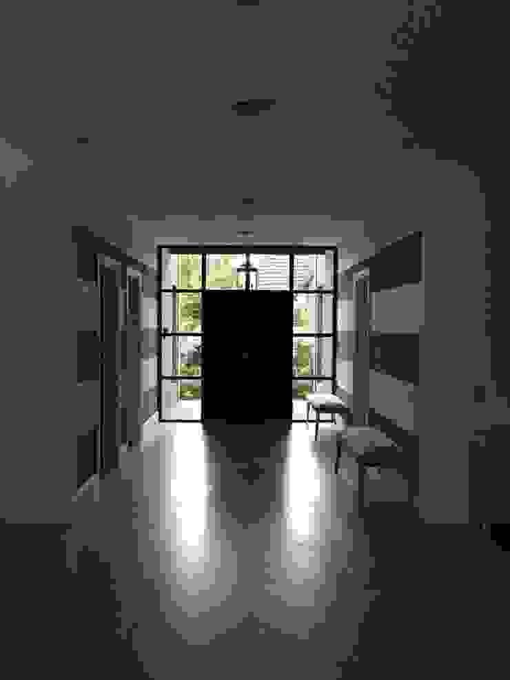 CASA EN TORTUGAS CC-HALL DE ACCESO Pasillos, vestíbulos y escaleras de estilo clásico de Estudio Dillon Terzaghi Arquitectura - Pilar Clásico Hierro/Acero
