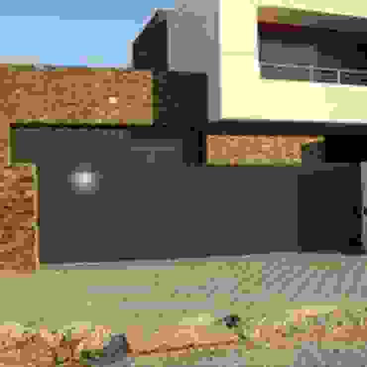Bordalo Portas e Automatismos Sliding doors Aluminium/Zinc Grey
