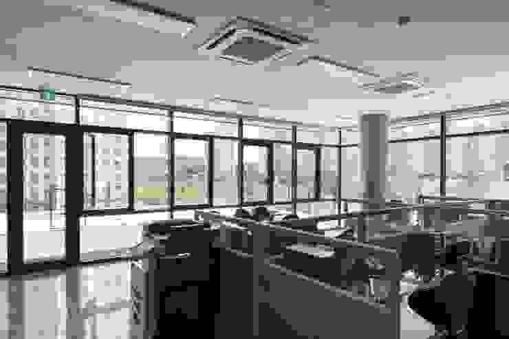 원신흥동근린생활시설: 건축사 사무소 YEHA의 현대 ,모던