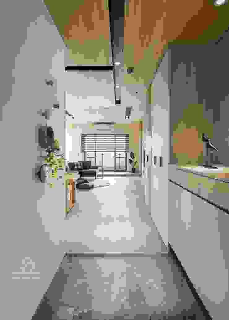 玄關設計 斯堪的納維亞風格的走廊,走廊和樓梯 根據 極簡室內設計 Simple Design Studio 北歐風 磁磚