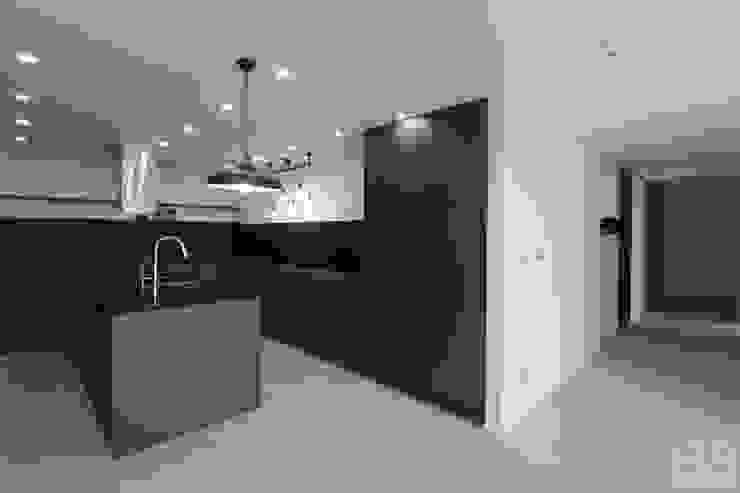 現代廚房設計點子、靈感&圖片 根據 홍예디자인 現代風
