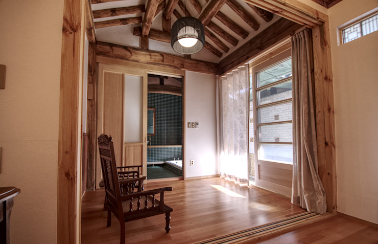 Phòng khách phong cách châu Á bởi 참우리건축 Châu Á