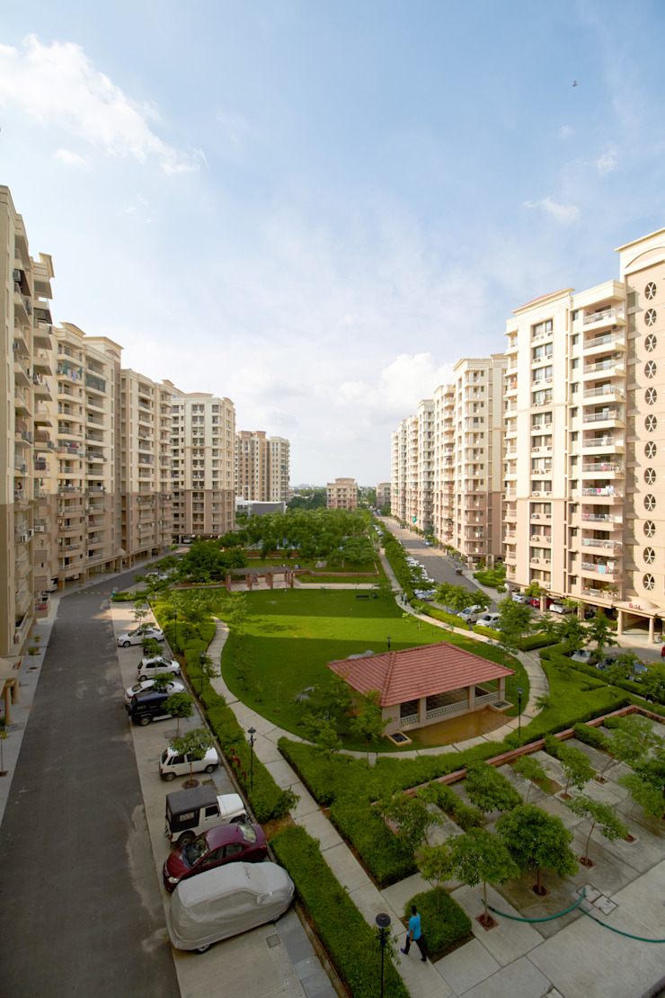 Central Landscaped areas for residential towers Modern garden by NMP Design Modern