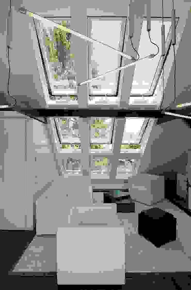 neu eingesetzte Fenster Minimalistische Wohnzimmer von schüller.innenarchitektur Minimalistisch Glas