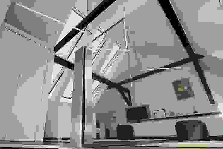 Treppenaufgang Minimalistische Wohnzimmer von schüller.innenarchitektur Minimalistisch Glas