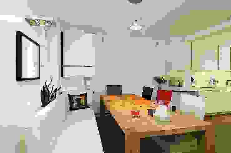 Essen/ Wohnen Minimalistische Wohnzimmer von schüller.innenarchitektur Minimalistisch Holz Holznachbildung